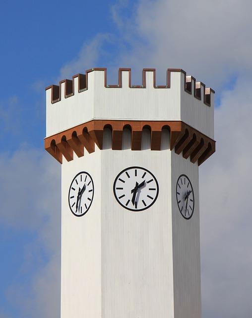 Torre com um relógio